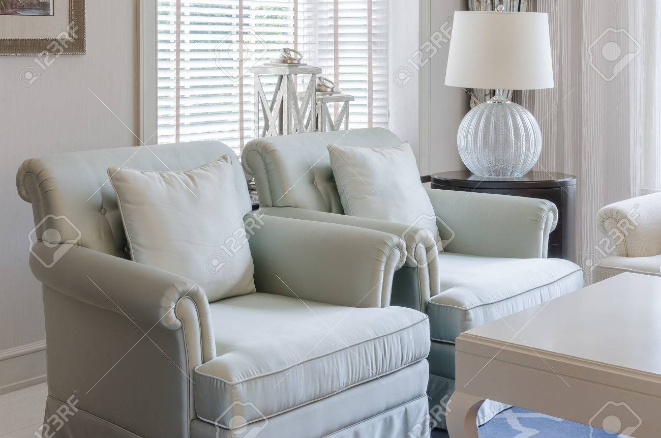 Luxe Lounge Stoel.Luxury Living Room With Classic Chair And Lamp At Home Stock Photo