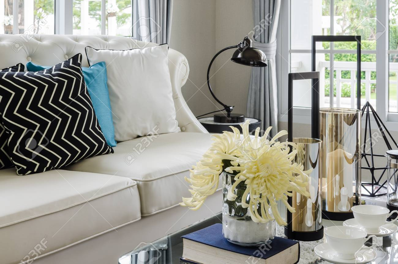 Terrific Luxury White Sofa In Living Room With Flower In Vase At Home Gamerscity Chair Design For Home Gamerscityorg
