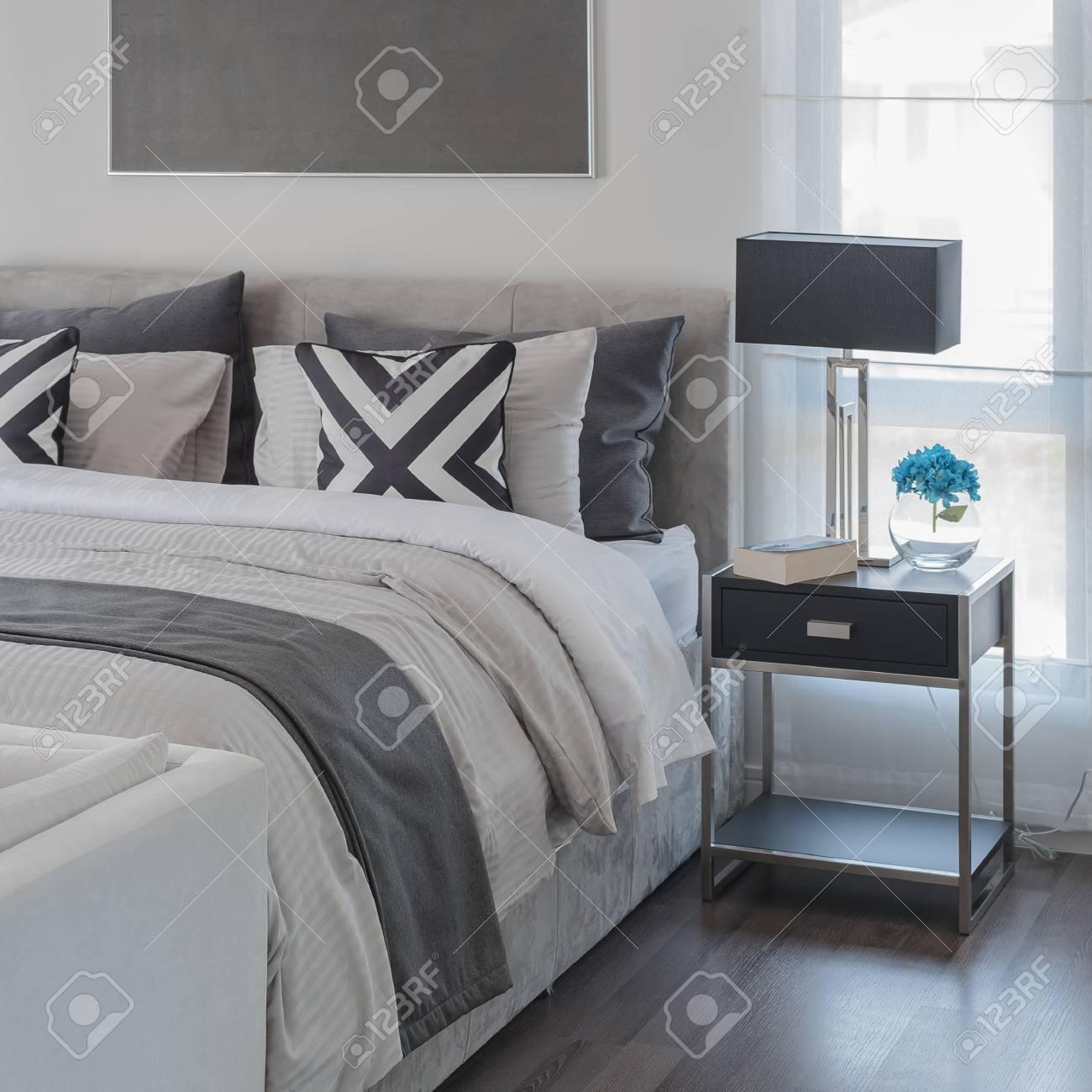 Style De Chambre A Coucher Moderne Noir Et Blanc Avec Lit Moderne