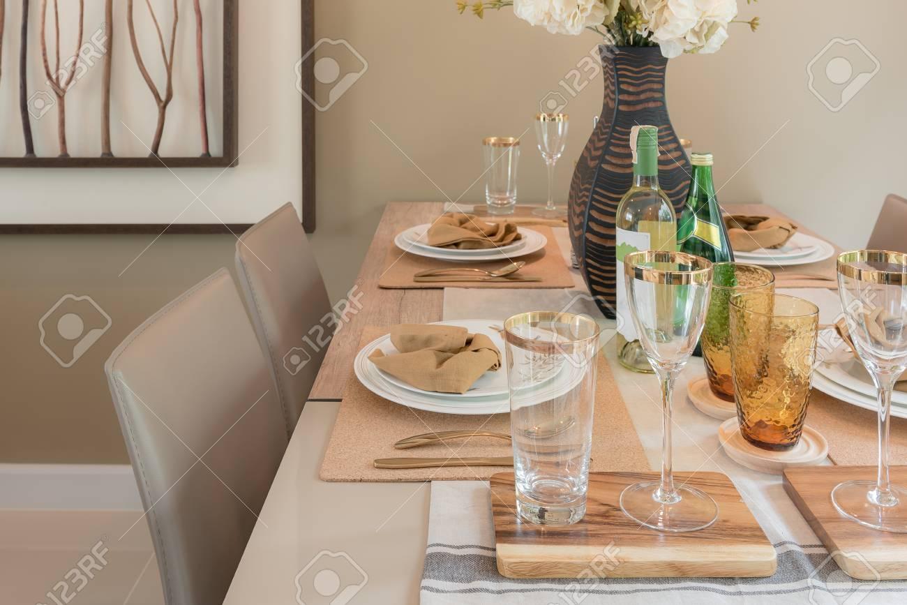 Mesa en mesa de comedor, diseño de interiores