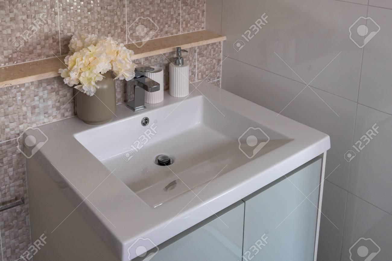 Kumpulan Contoh Teks Pidato Dan Kata Sambutan Modern Bathroom Wash Basin Designs