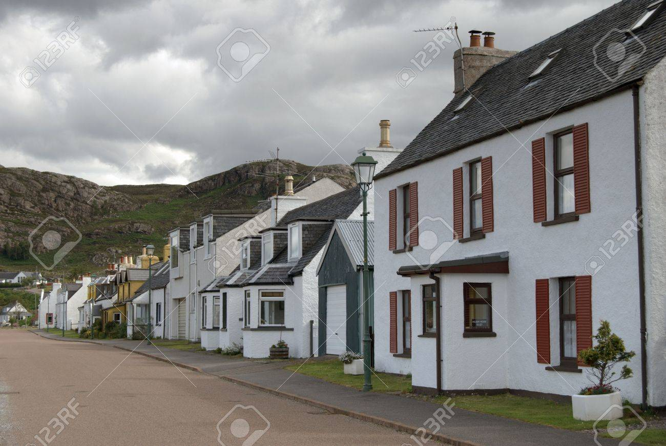 row of cottages at Shieldag, Wester Ross, NW Scotland, UK Stock Photo - 1222594
