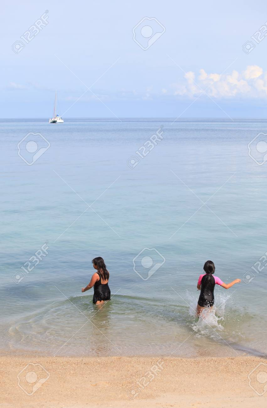 children running to the sea Stock Photo - 13236183