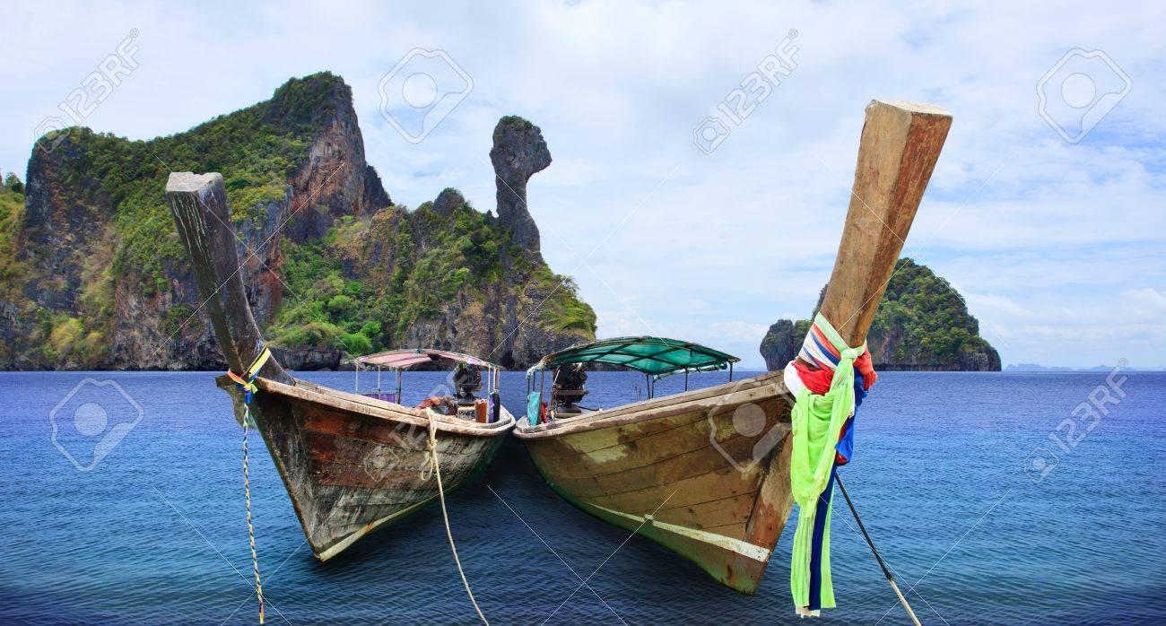 タイと島カイ島クラビ タイ背景の南アンダマンの長い尾を持つボート の ...