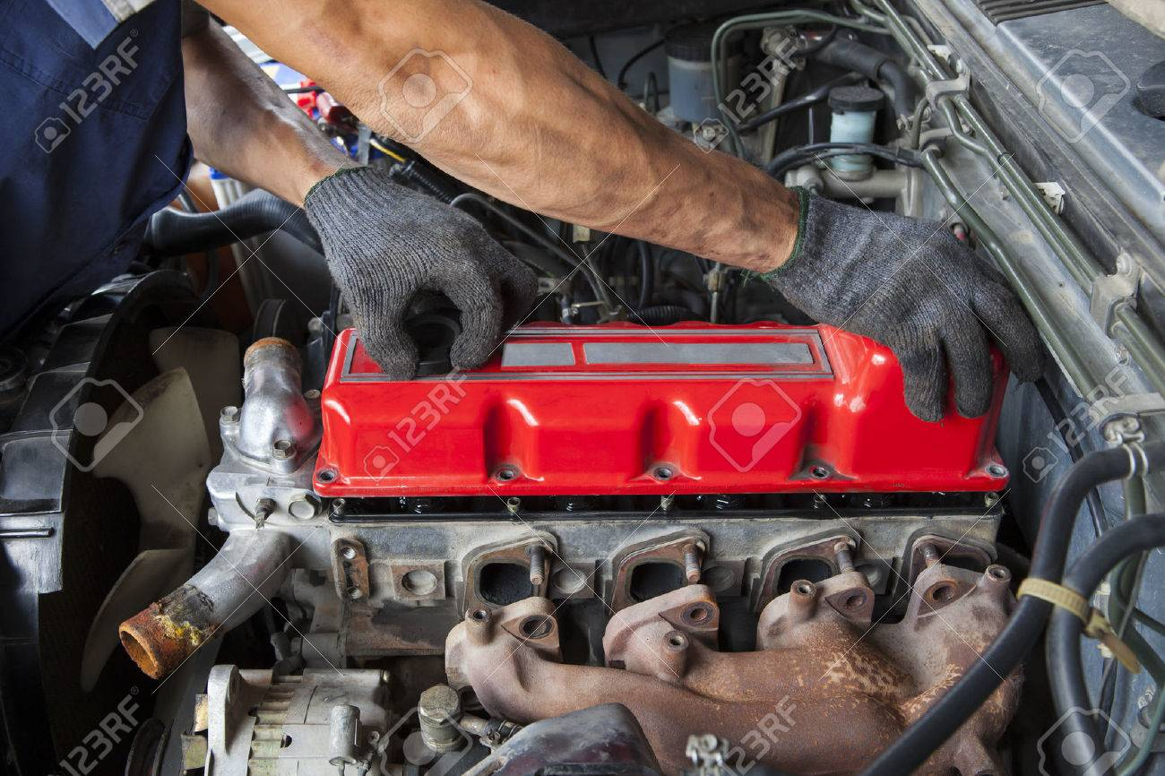 truck mechanic images u0026 stock pictures royalty free truck