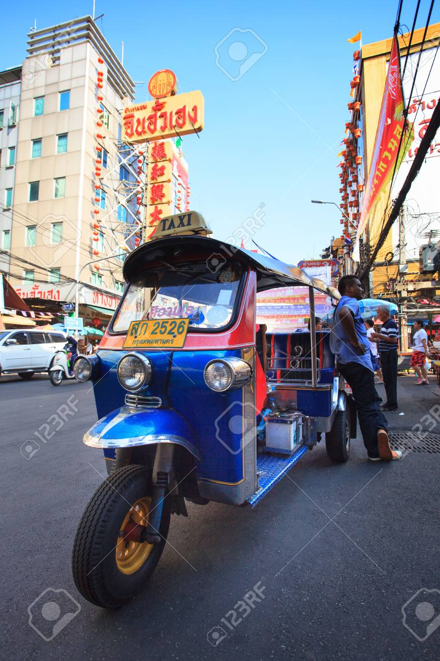 thailand, bangkok - feb 24: tuk tuk thailand fahrzeugsymbol