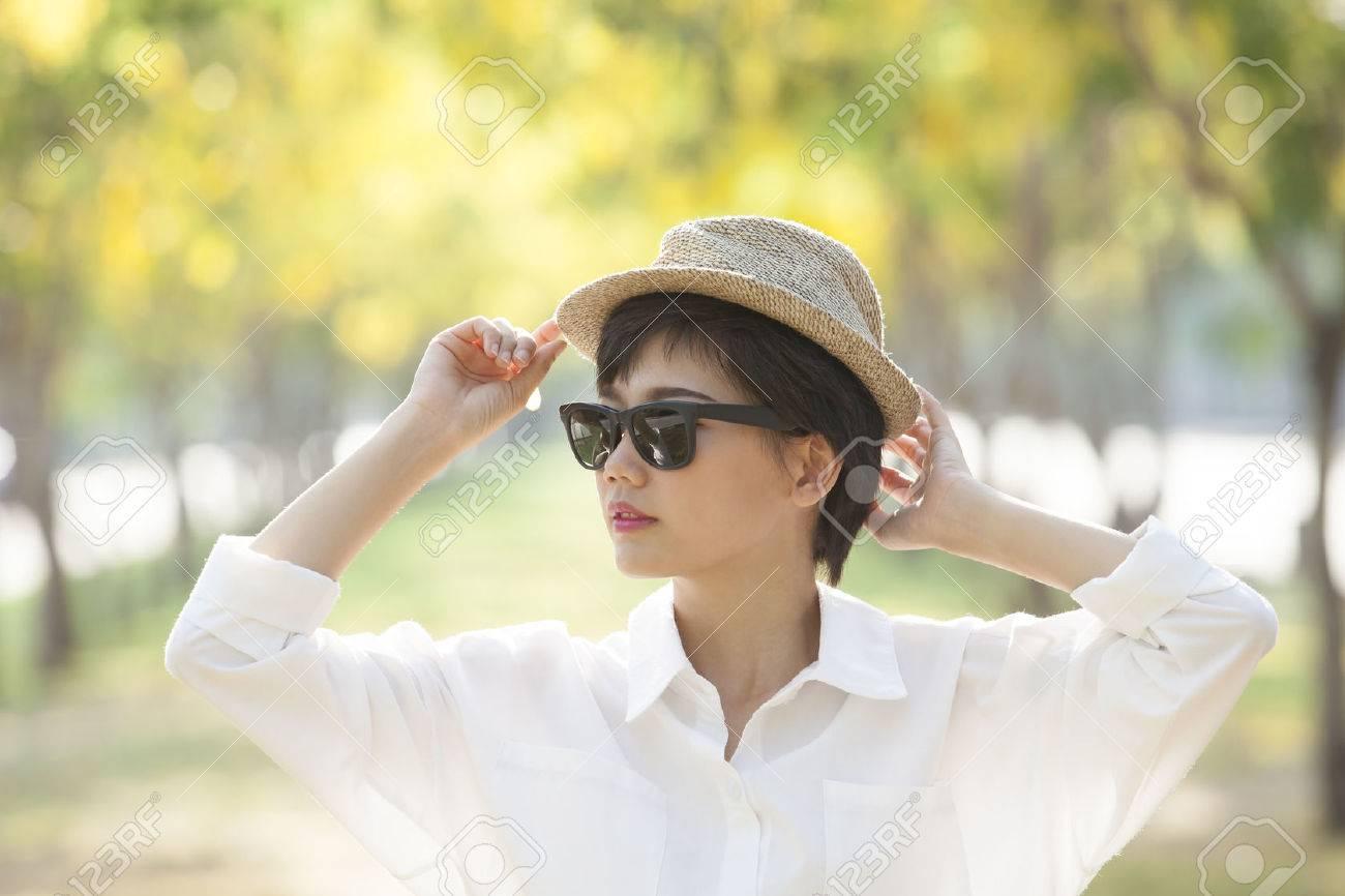 Retrato Llevaba Gafas Sombrero Bella Mujer Que Joven Y Sol De 4RqS3AL5cj