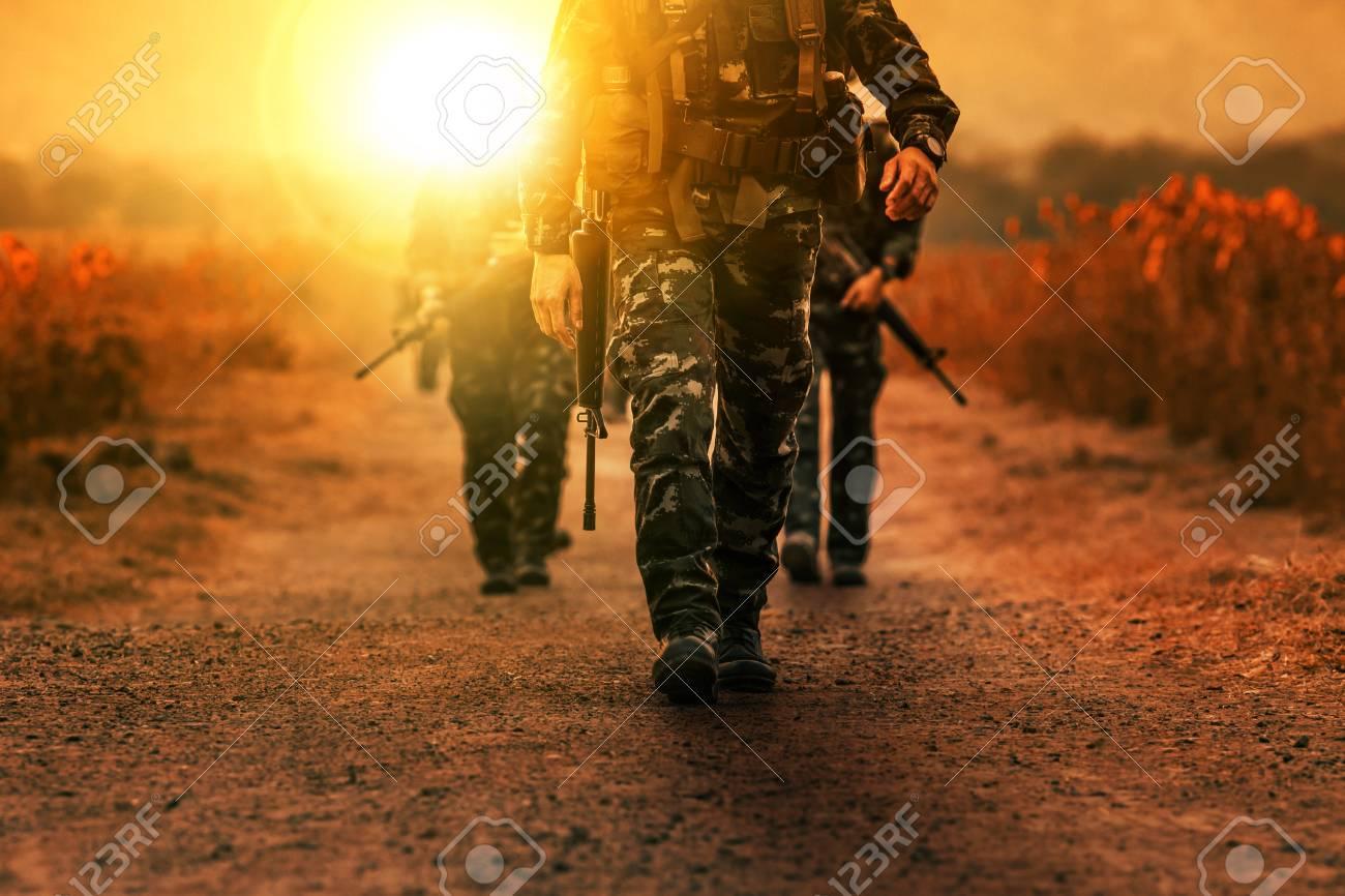 troop of long range patrol military army - 83893595