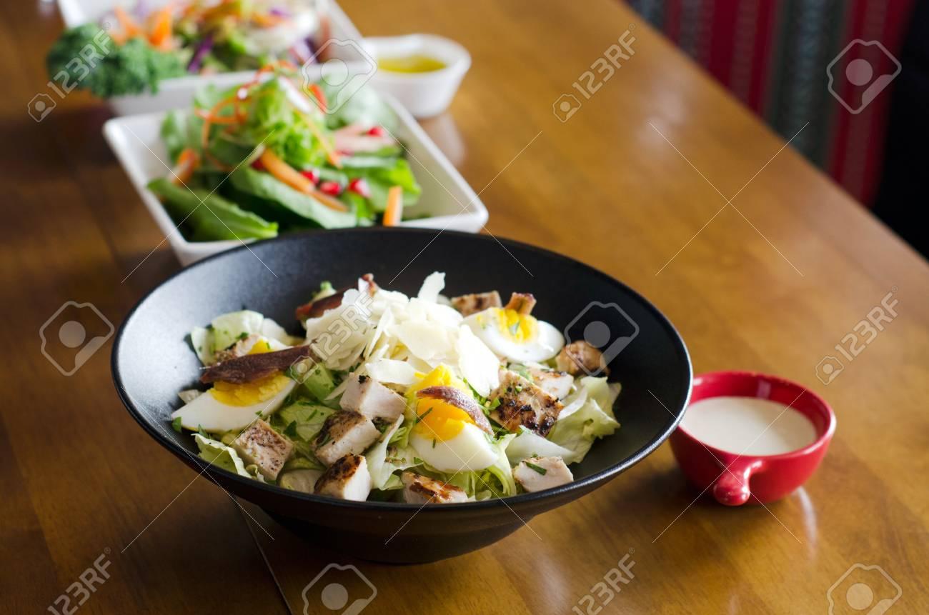 Cocina Asiática Tailandesa E Italiana Continental Presentación De  Diferentes Recetas De Comida Menú Y Servicio De