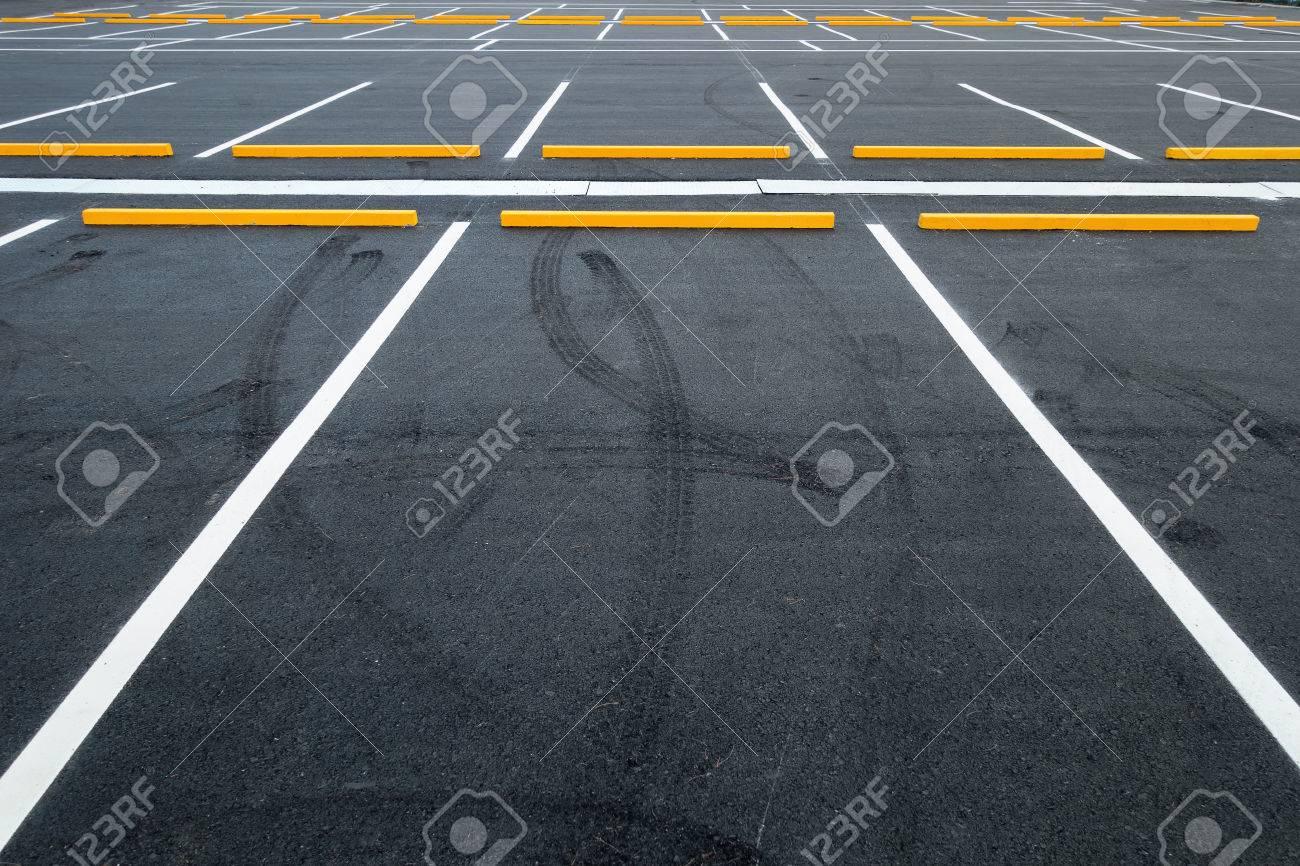 Empty car parking lots, Outdoor public parking. - 76352082