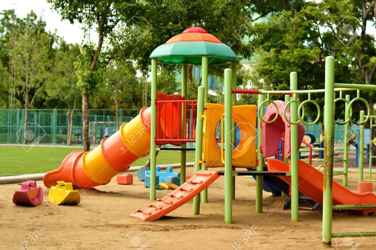 子供のための公園の遊び場 ロイヤリティーフリーフォト、ピクチャー