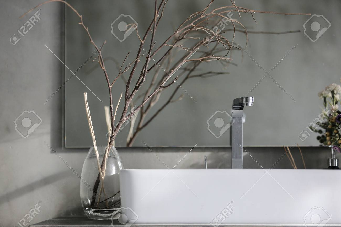 Bathroom interior with white sink and faucet Standard-Bild - 44723113