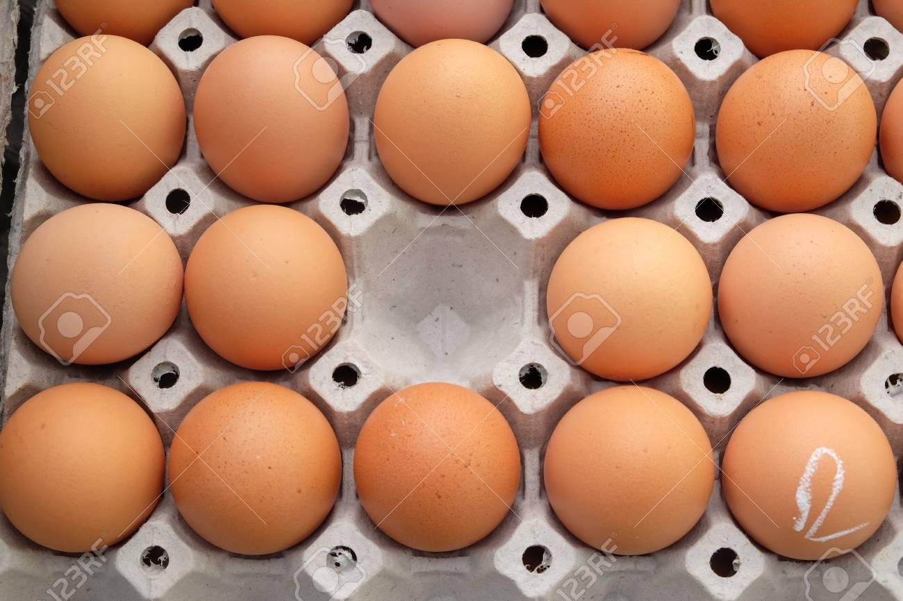 eggs in an egg carton Standard-Bild - 46785042