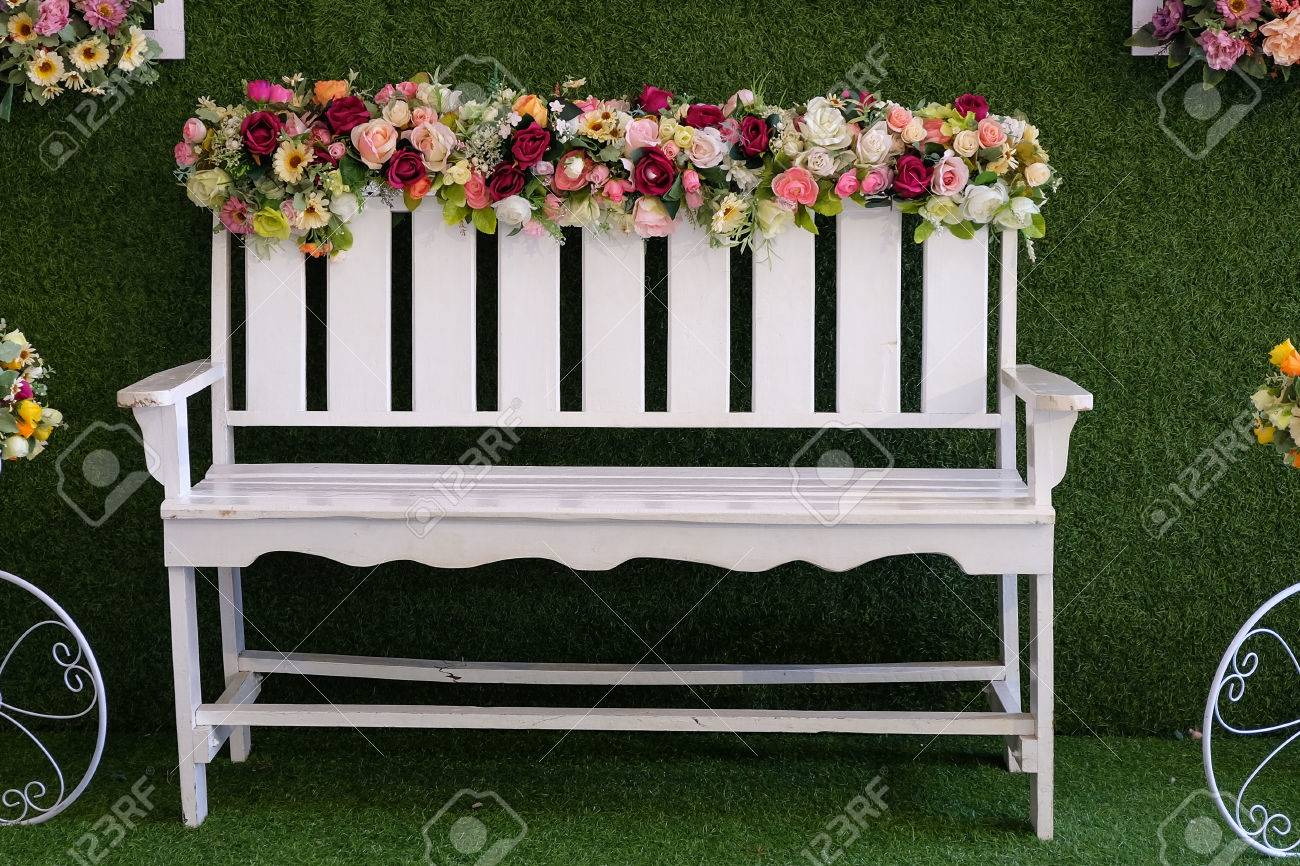 White chairs decorated with flowers Standard-Bild - 46785263