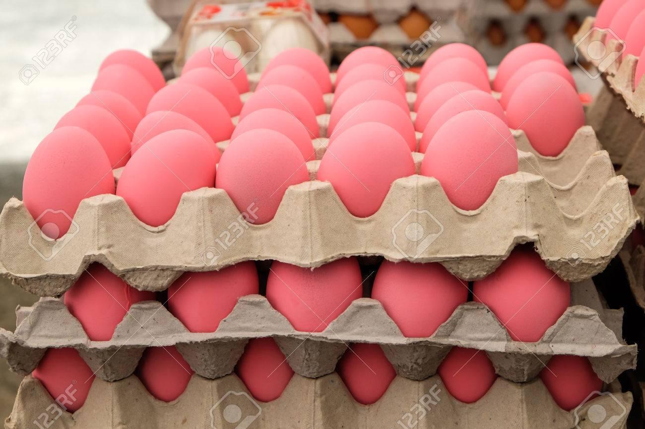 Pink egg Standard-Bild - 46785275