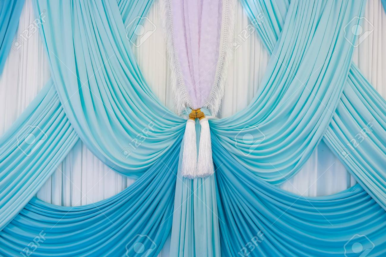 Luxury curtain with a copy-space in the middle Standard-Bild - 46785364