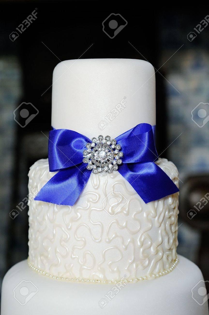 Pastel De Bodas Blanco Con Azul
