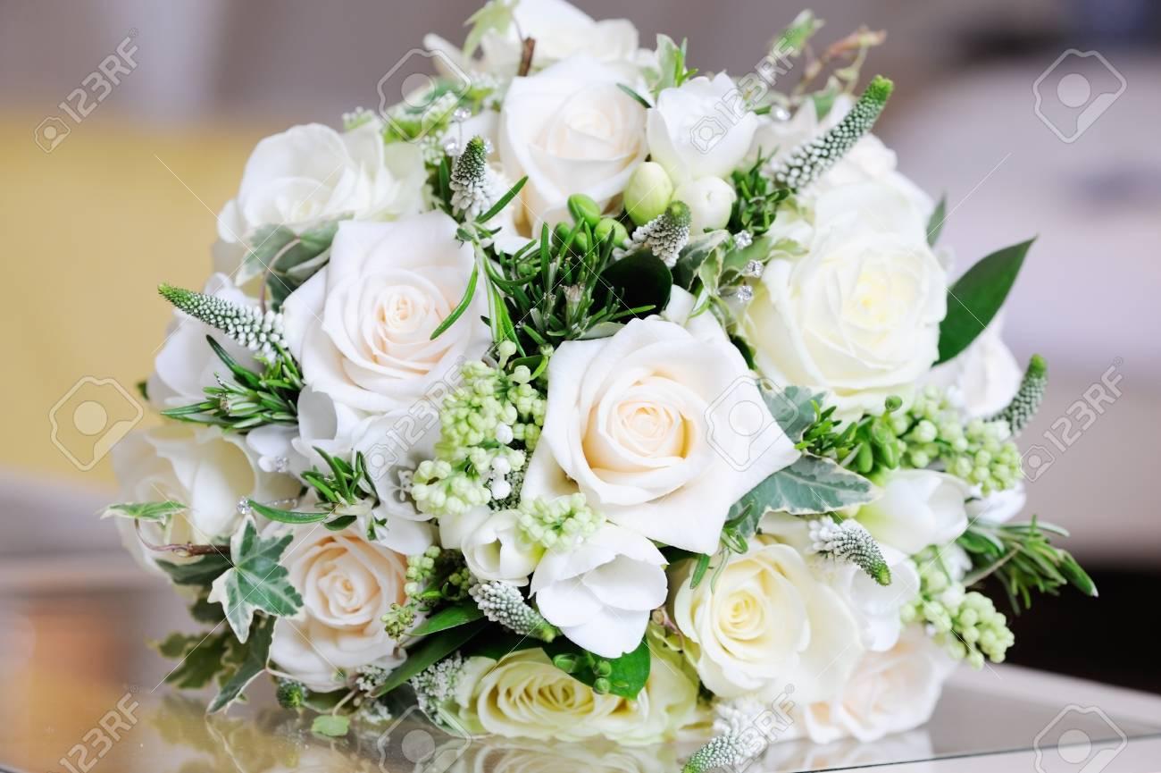 Plan Rapproche De Jour Du Mariage De Bouquet De Roses Blanches