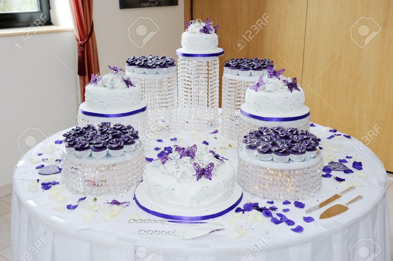 Huge Hochzeit Weiß Und Lila Hochzeitstorte An Der Rezeption Mit
