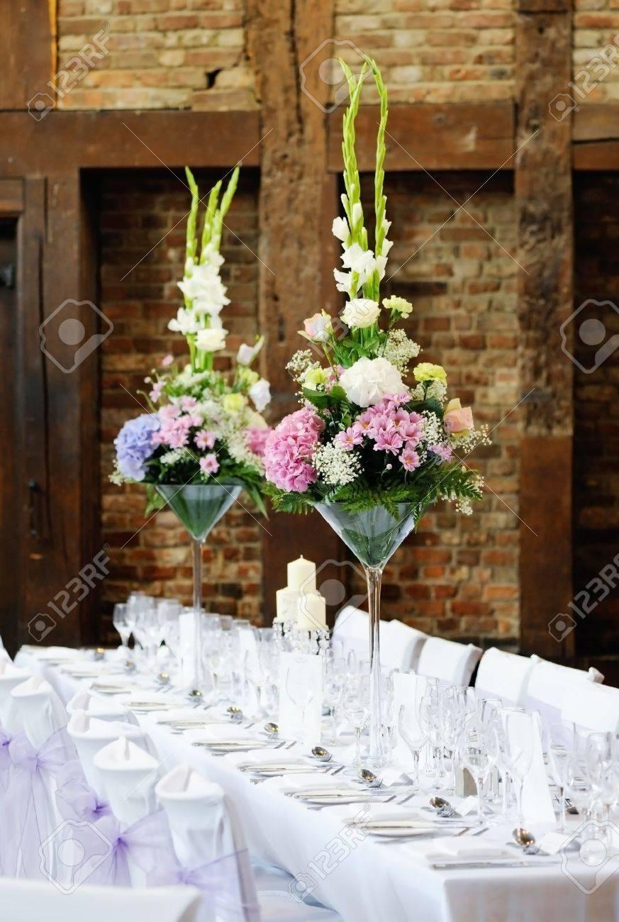 Boda Arreglo Floral Recepción Con Decoración De Color Rosa Y Blanco En La Mesa