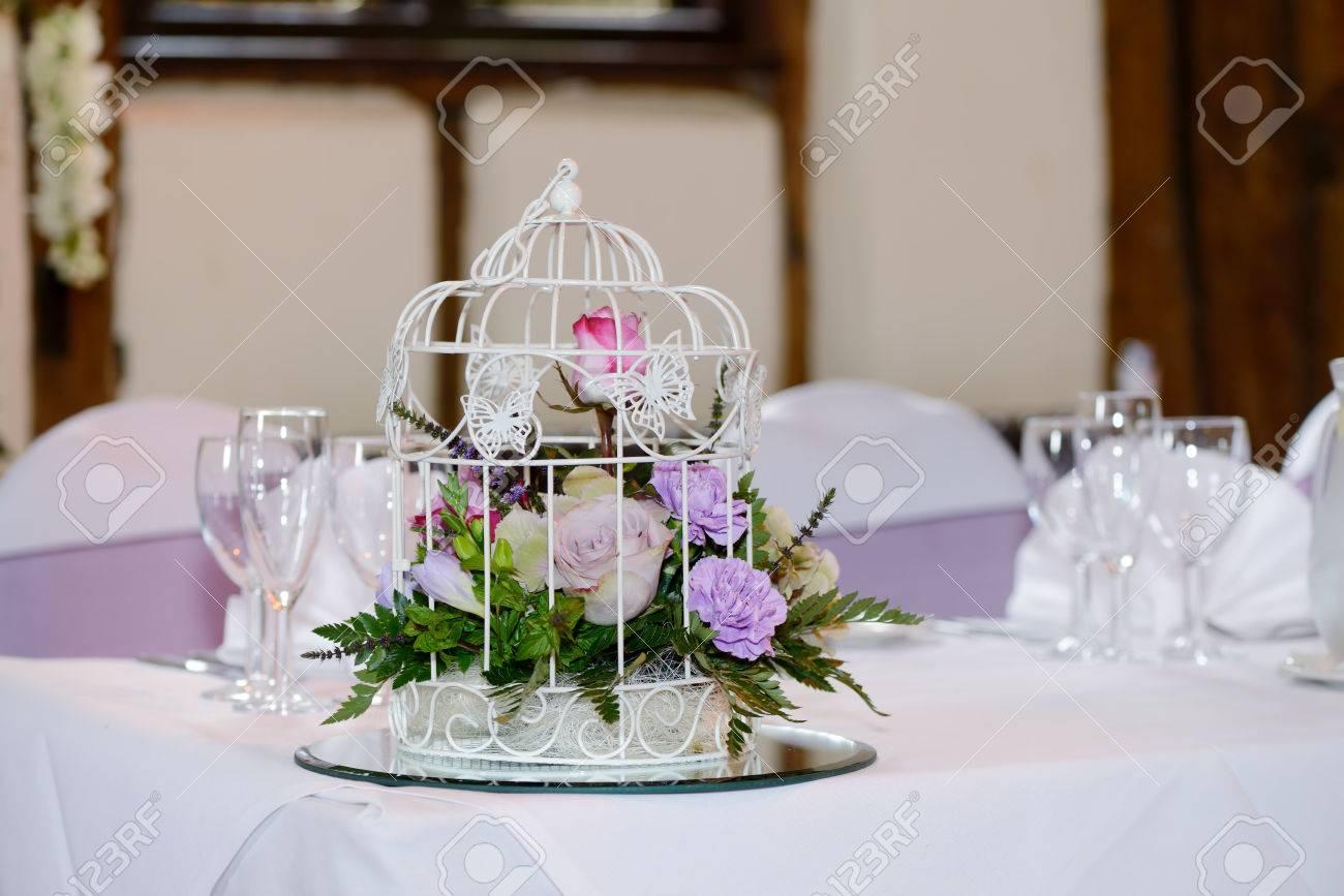 Hochzeitsfeier Dekoration Blumen Im Kafig Mit Schmetterlingen