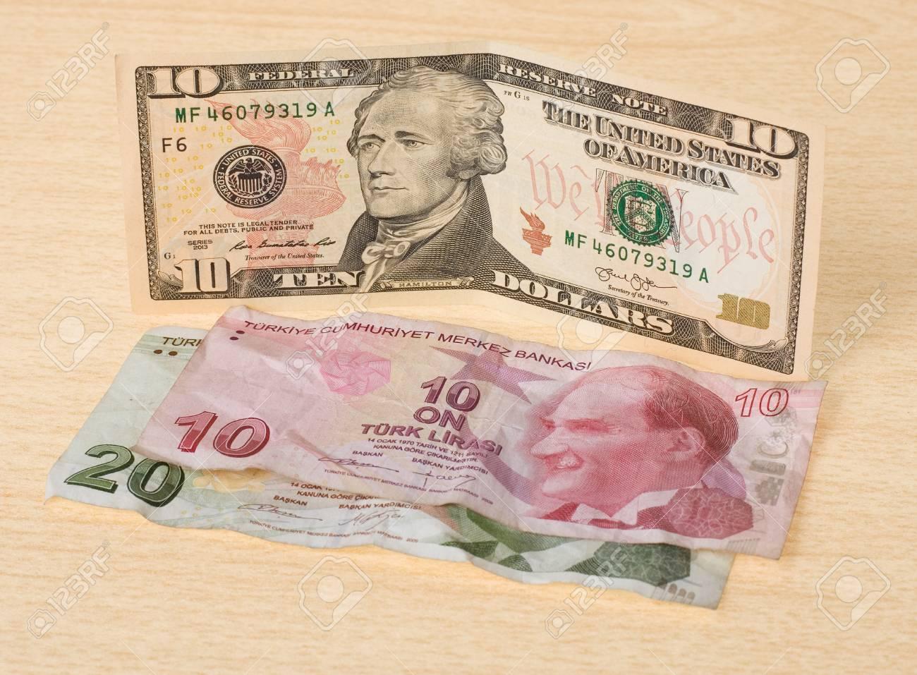 Crise Financiere Nouvelles Dix Dollars De Plus De Trente Chiffonne Livre Turque