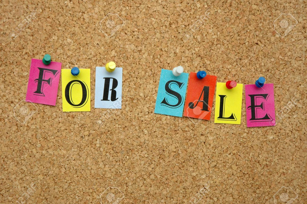 For sale pinned on noticeboard Stock Photo - 8644186