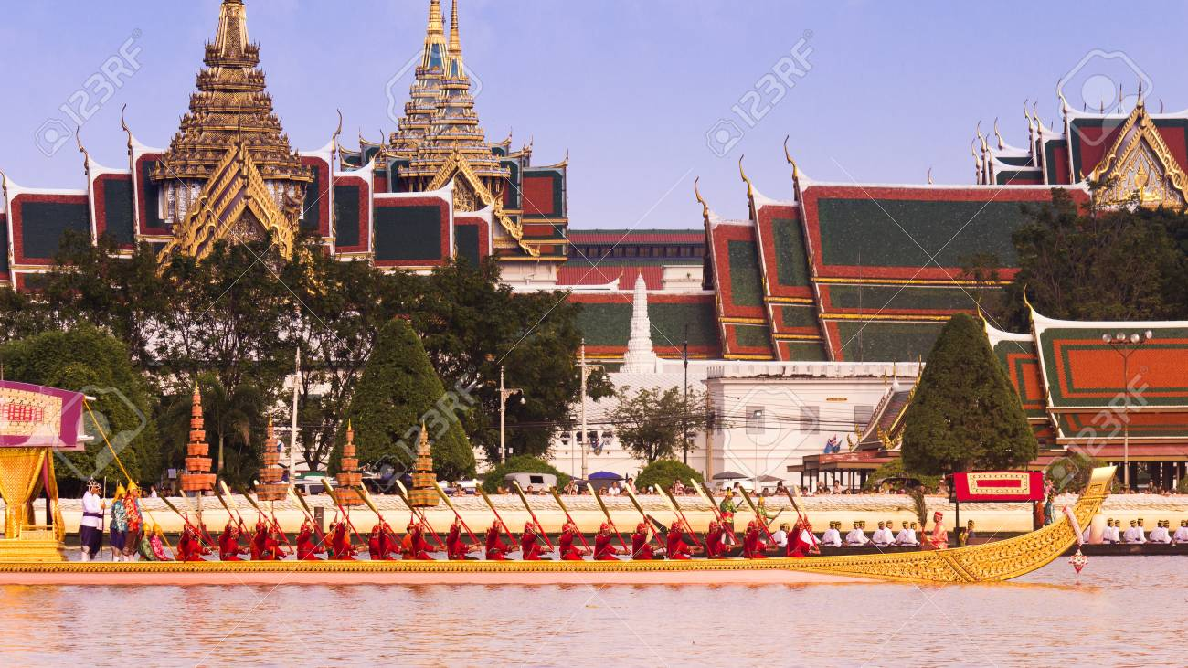 Royal Thai barges Stock Photo - 16838023