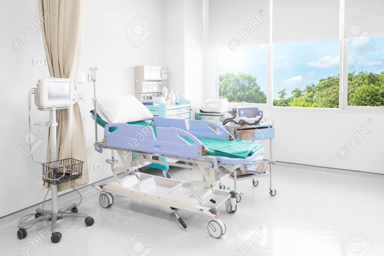 Banque Du0027images   Chambre Du0027hôpital Avec Lits Et Médical Confortable  équipée Dans Un Hôpital Moderne