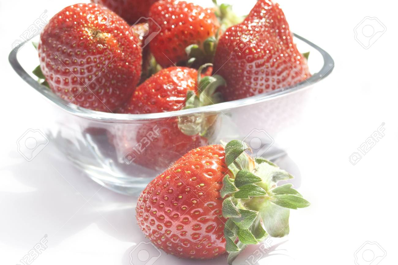 bowl of strawberries isolated on white Stock Photo - 6817863