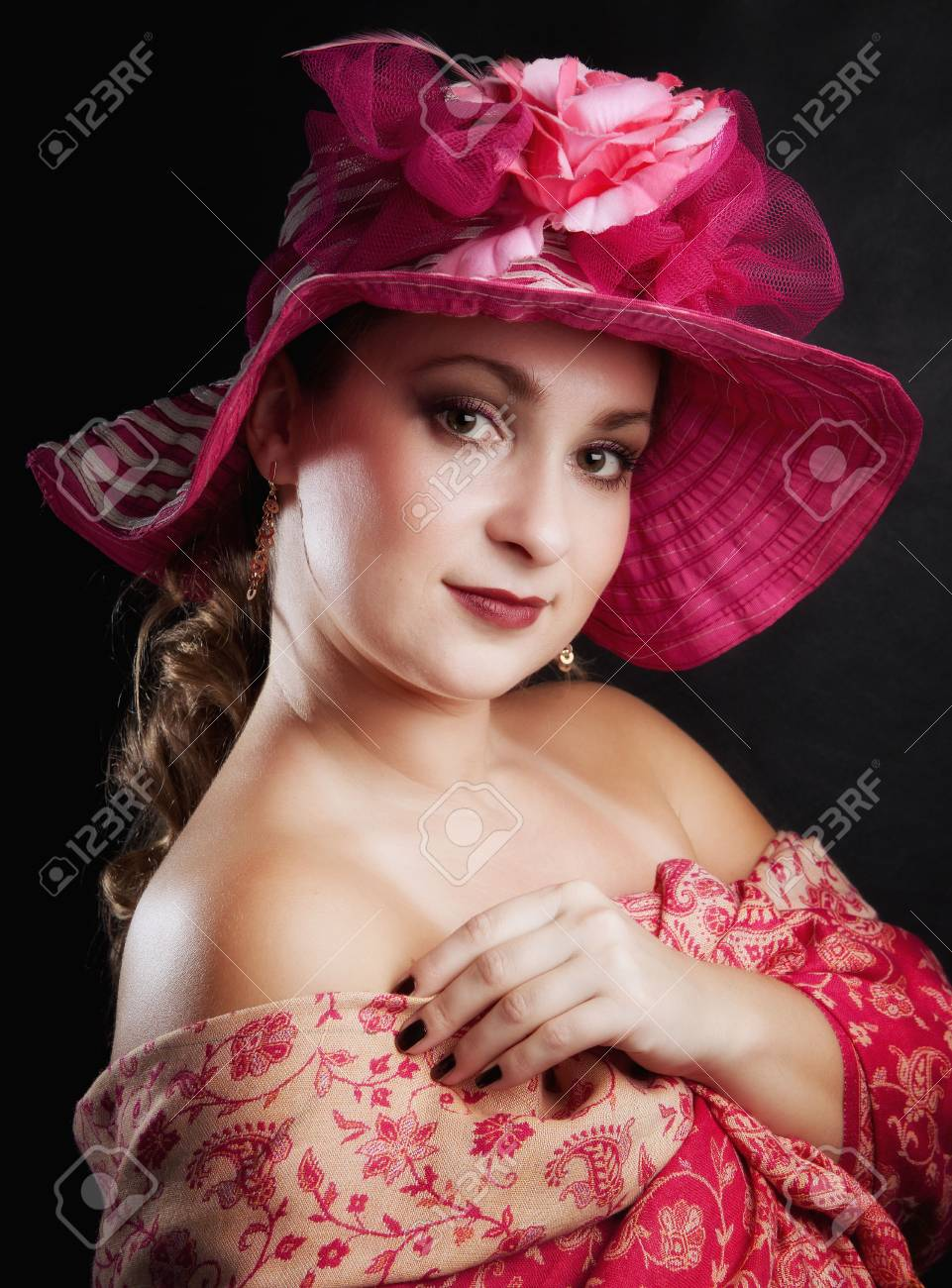 Portrait of the young womanThe young woman in a hat of a retro of style  A background black Stock Photo - 12670192