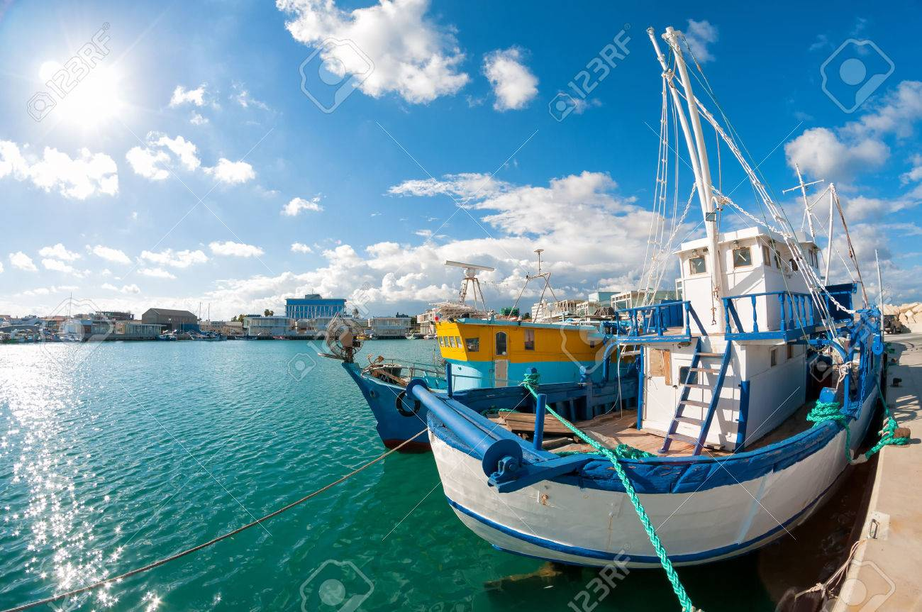 Old fishing boat in Limassol harbour. Cyprus Standard-Bild - 29607647