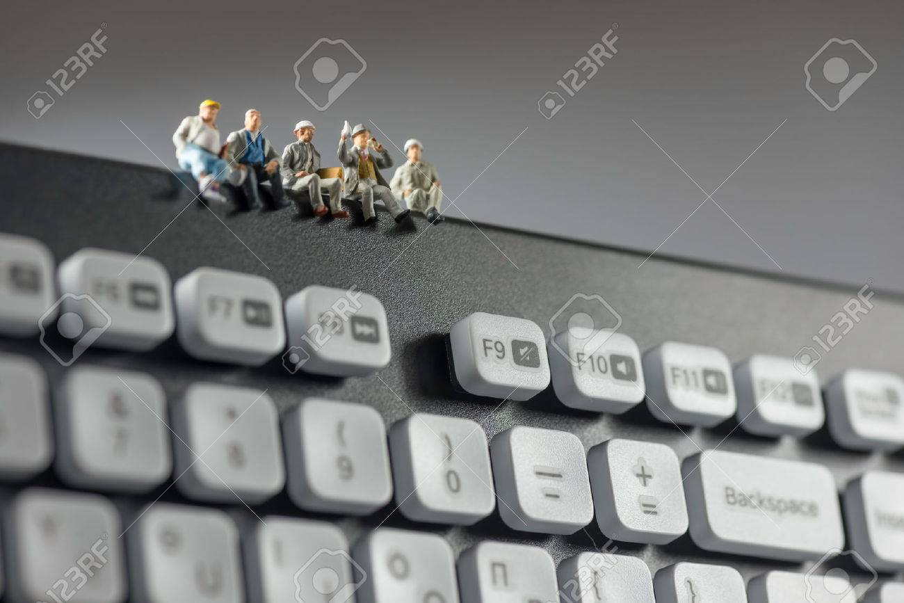 Miniature workers sitting on top of keyboard. Technology concept. Macro photo Standard-Bild - 43216532