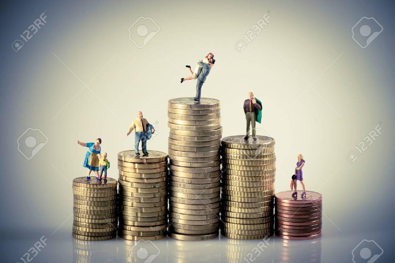 Faily budget concept. Miniature family on coins pile. Macro photo Standard-Bild - 43217153