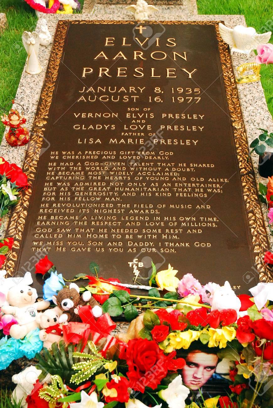 Grave Of Elvis Presley Graceland Memphis Tn