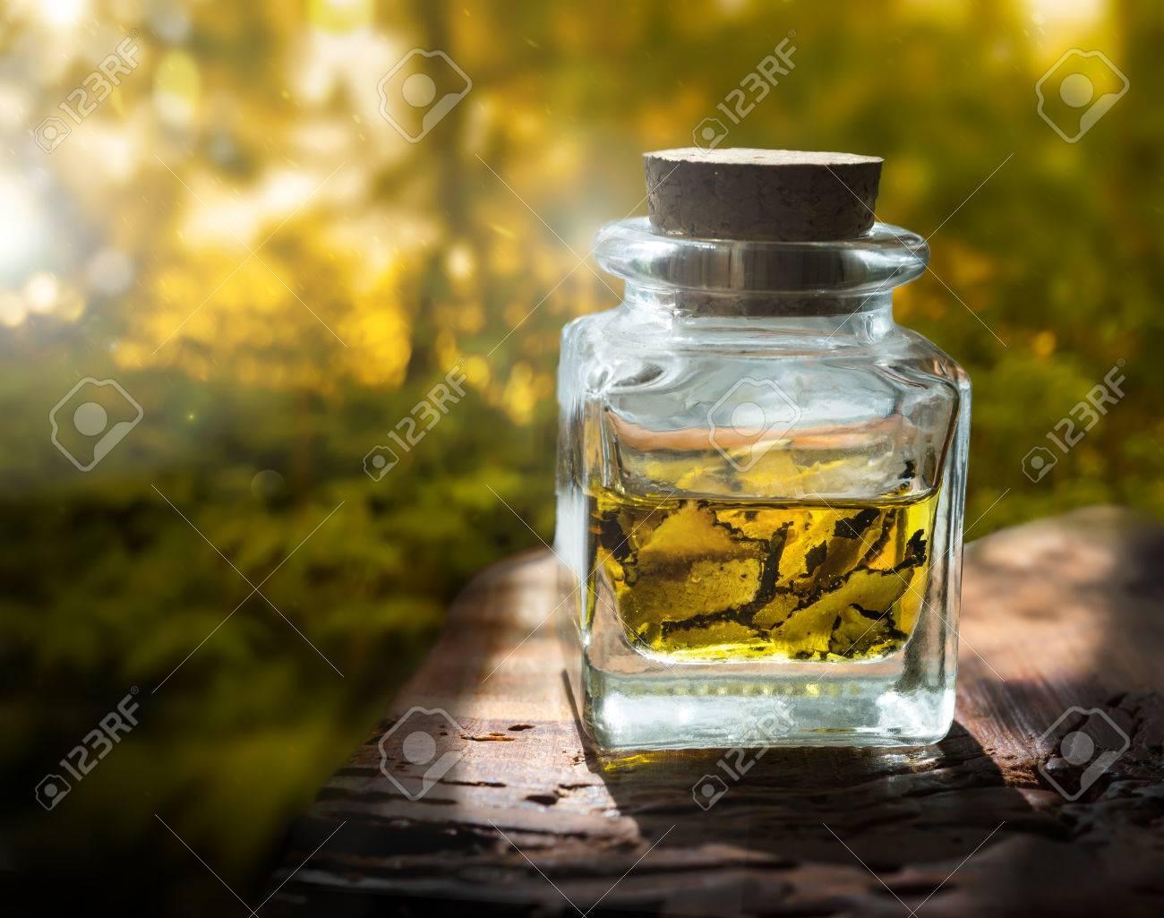 pilz-trüffel in scheiben in glas glas schneiden lizenzfreie fotos