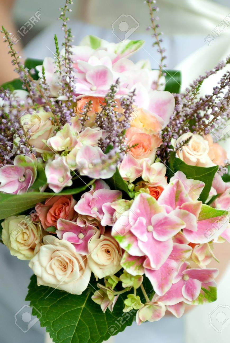 Hochzeitsstrauss Von Wildblumen Lizenzfreie Fotos Bilder Und Stock