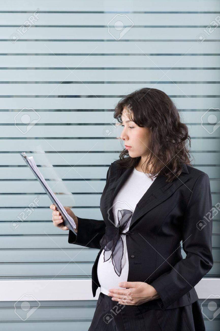 A pregnant woman working in the office Stock Photo - 826937