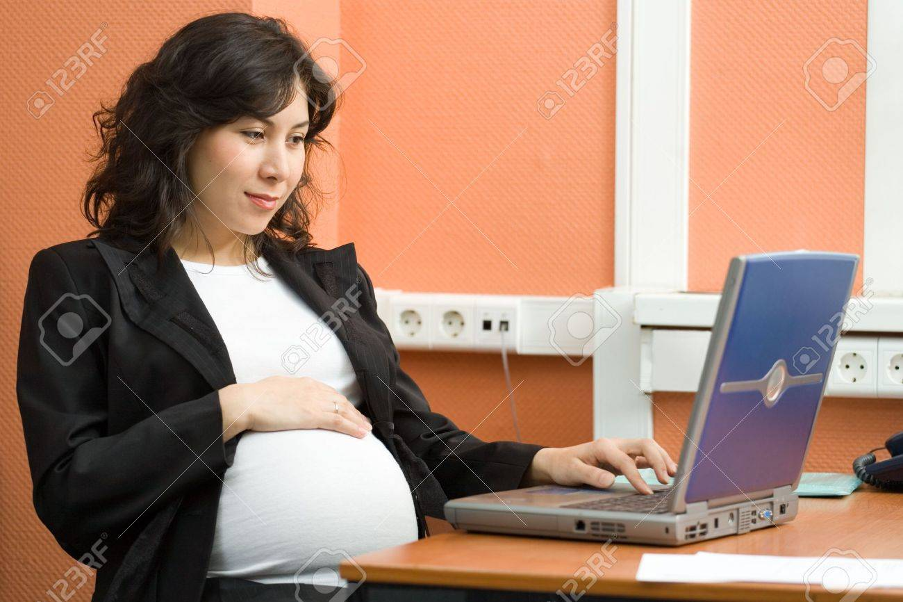 A pregnant woman working in the office Stock Photo - 850979