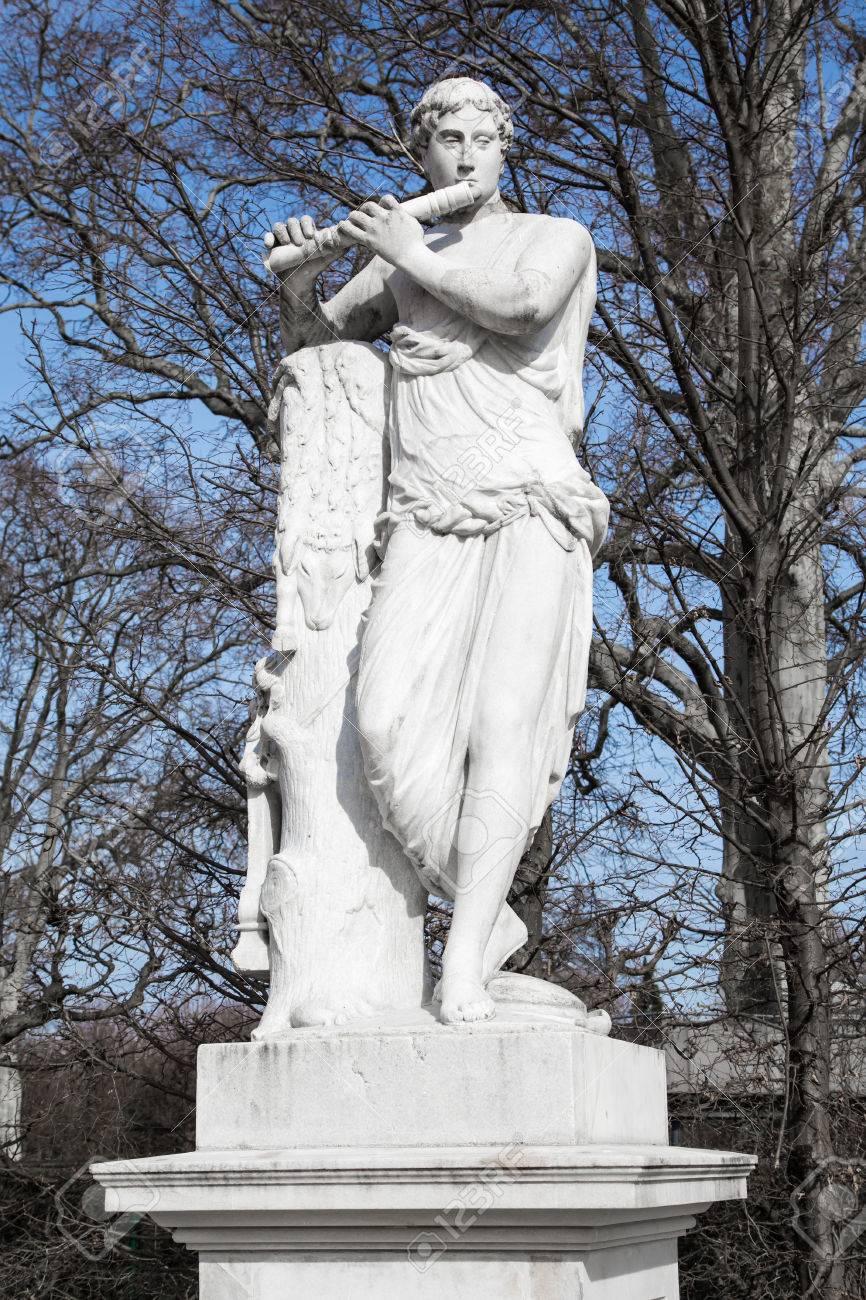 Estatua De Dios Romano Mercurio En Jardines De Schönbrunn Viena