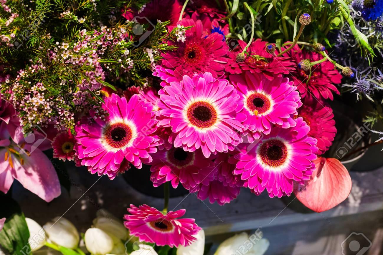 Blumen Hochzeit Feiertagsdekoration Schone Lila Rosa Gerbera Blumen