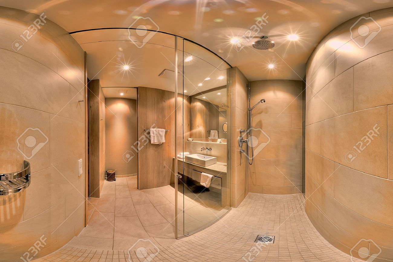 Elegante Große Moderne Badezimmer Mit Dusche Standard Bild   18120190