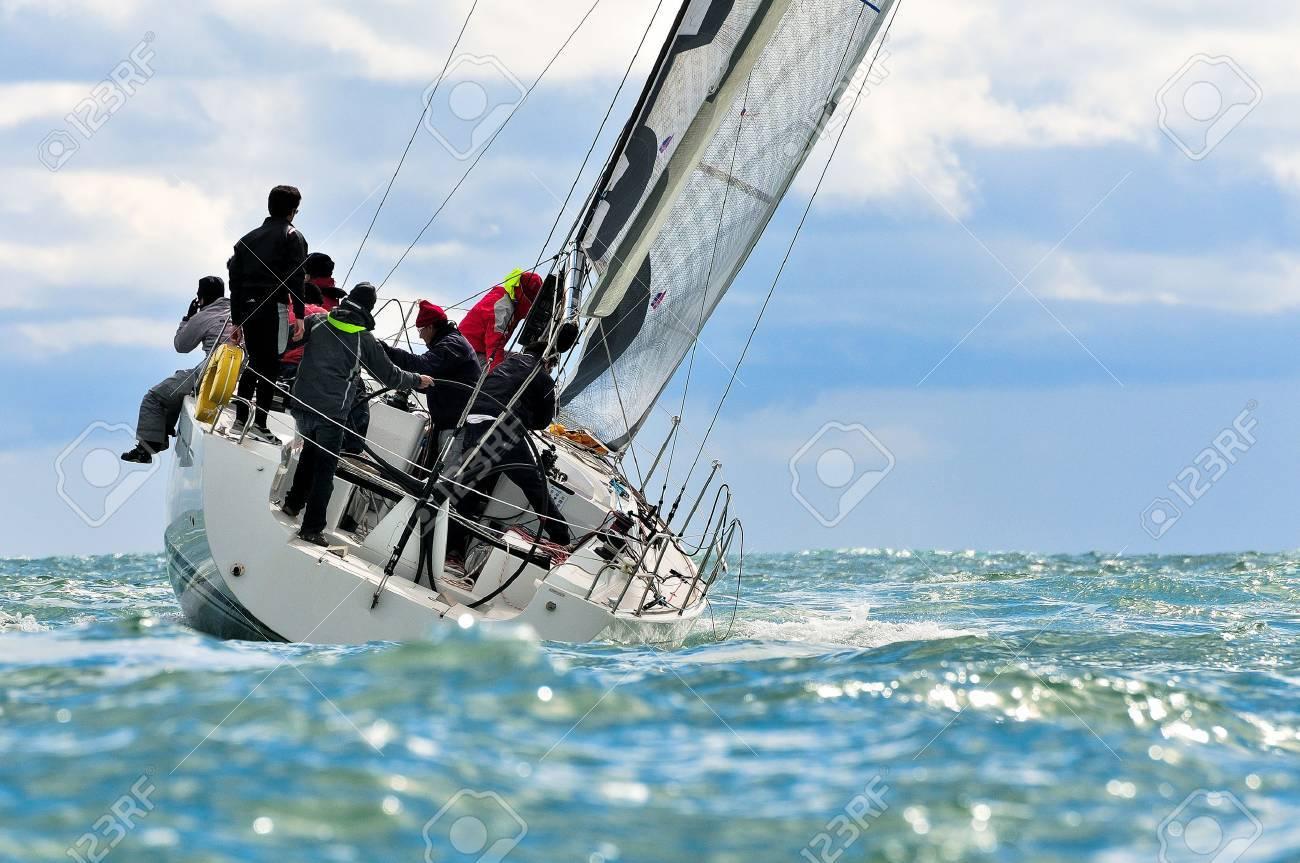 sailing crew - 27531634