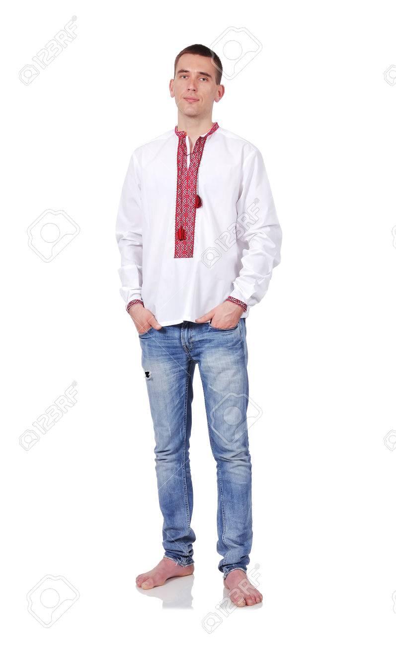 ee7704565aa Man in Oekraïense geborduurde hemd op een witte achtergrond