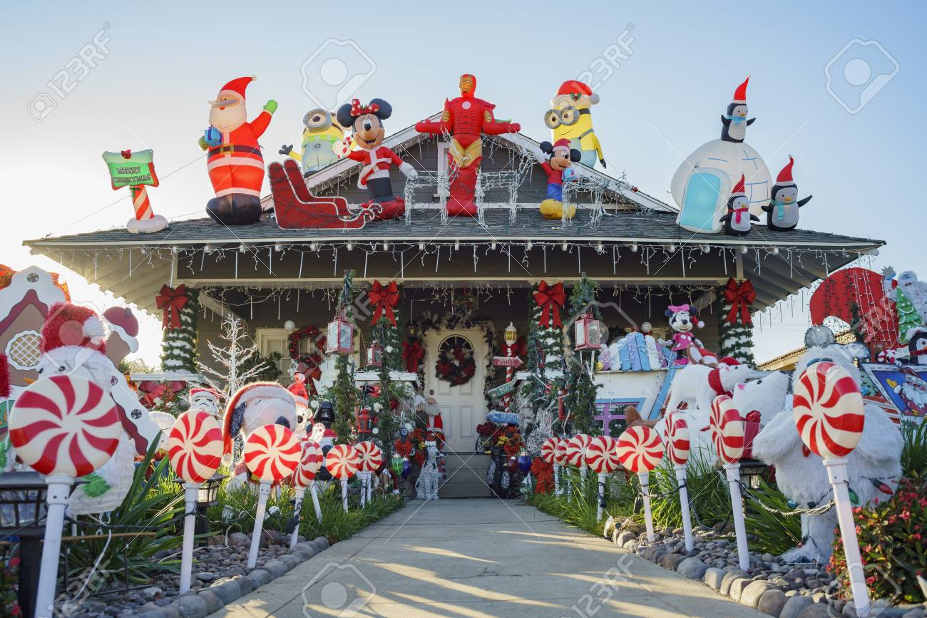 Christmas In Los Angeles.Los Angeles Dec 14 Christmas Decoration Of American Style House