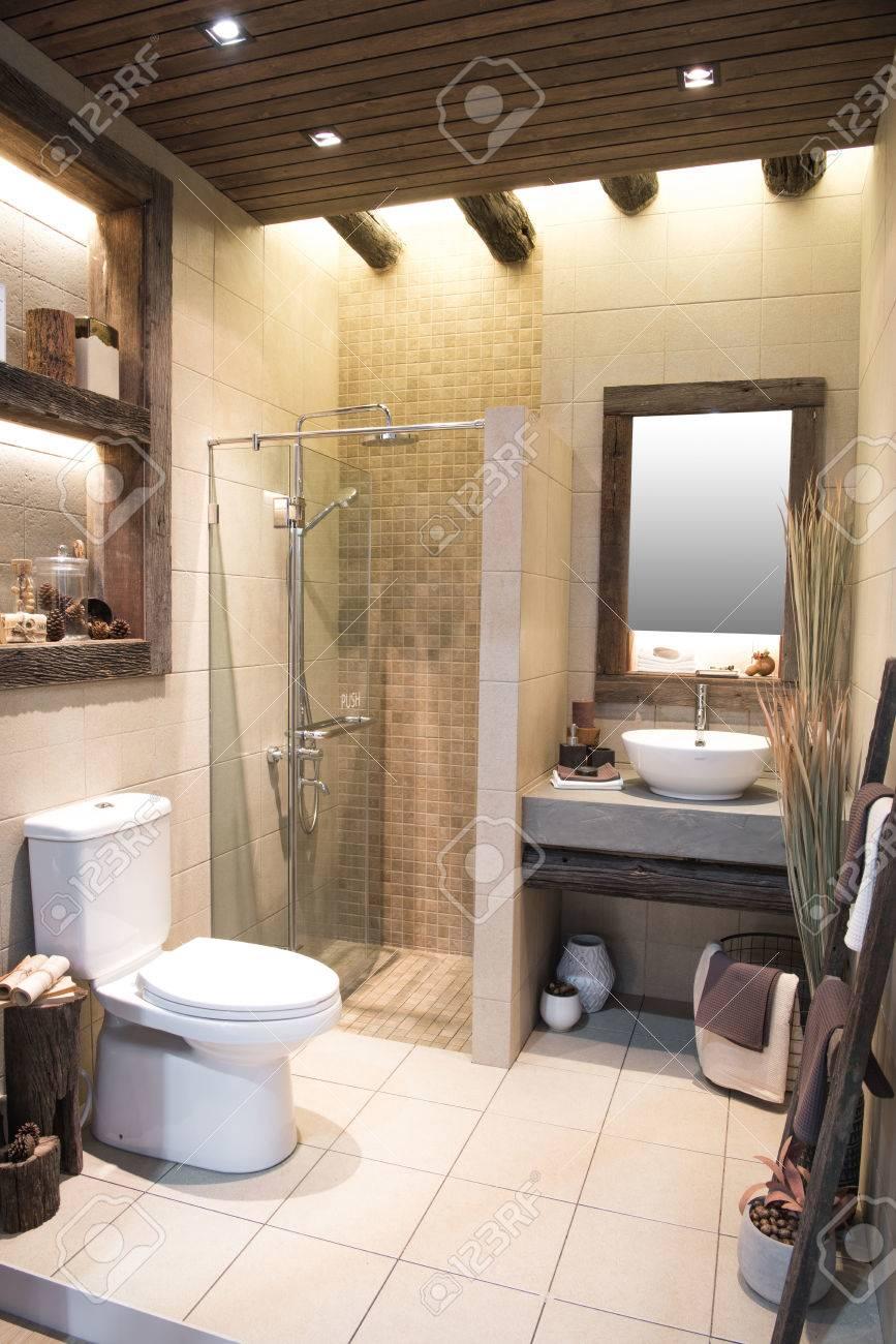 Salle De Bain 2017 nonthaburi, thaïlande - 2 mai 2017: intérieur de salle de bain avec évier  et robinet. architectexpo 60 impact centre d'exposition et de congrès