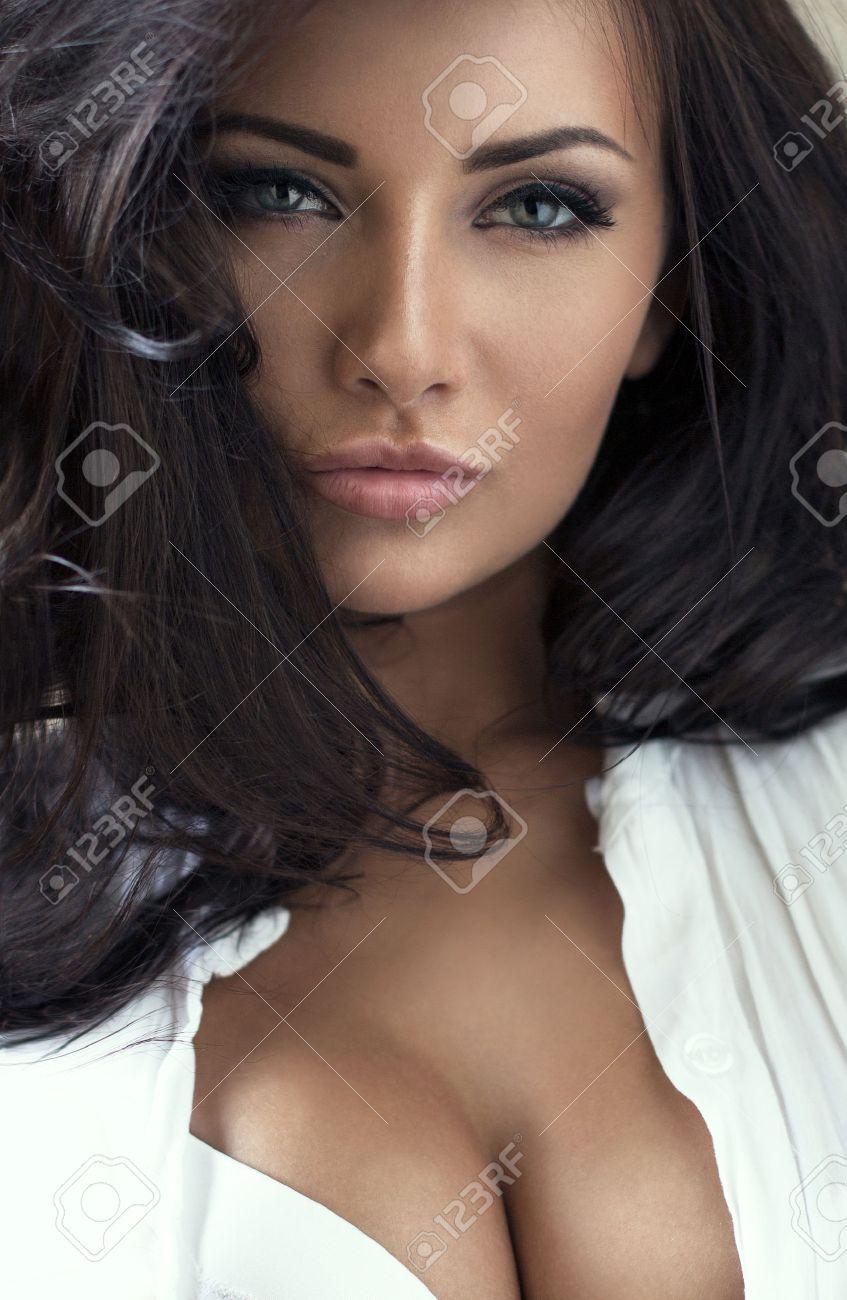 Фото красивая женщина брюнетка 15 фотография