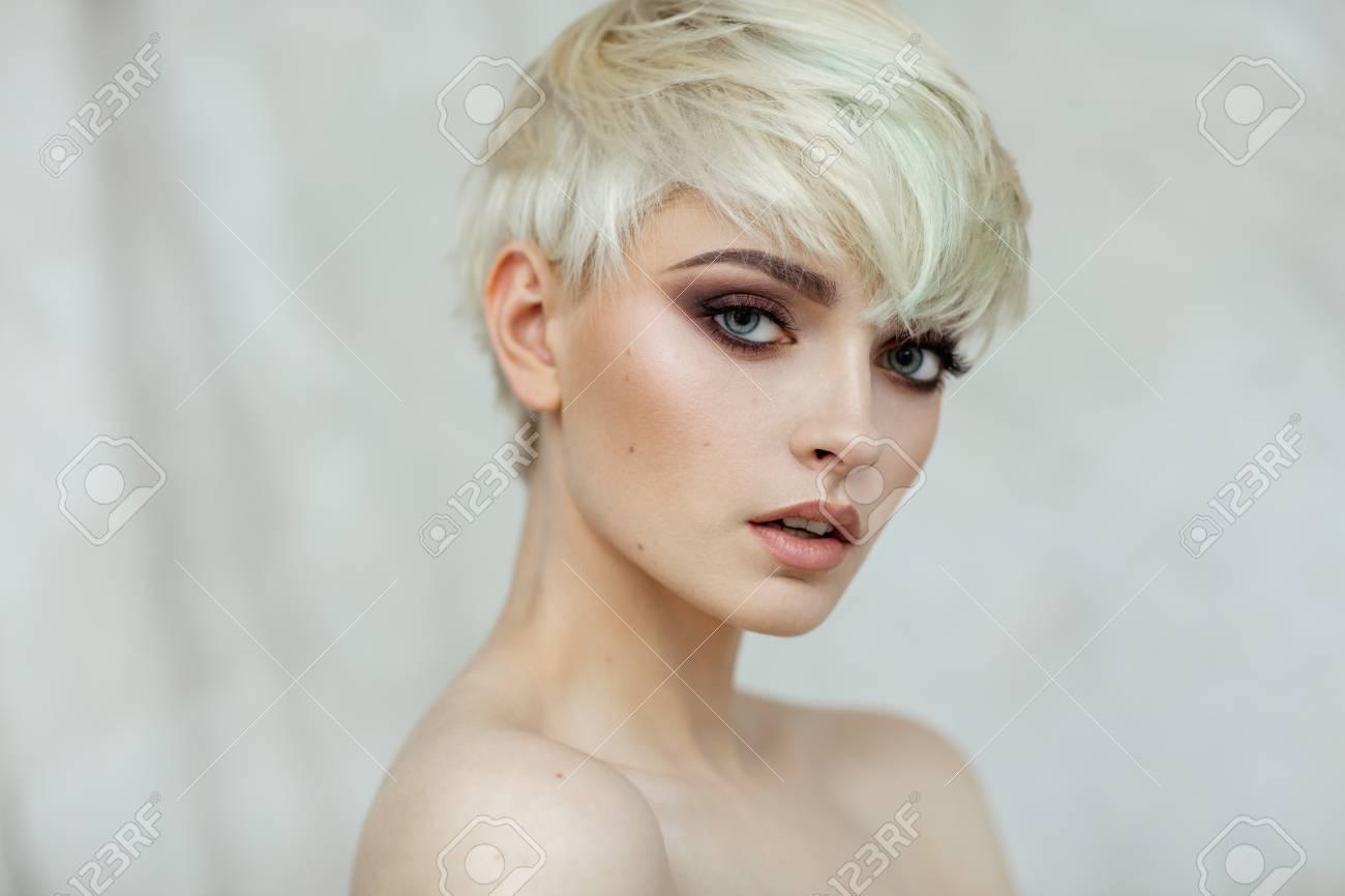 Fashion Portrait Of Blonde Woman In Short Hair Foto Royalty Free