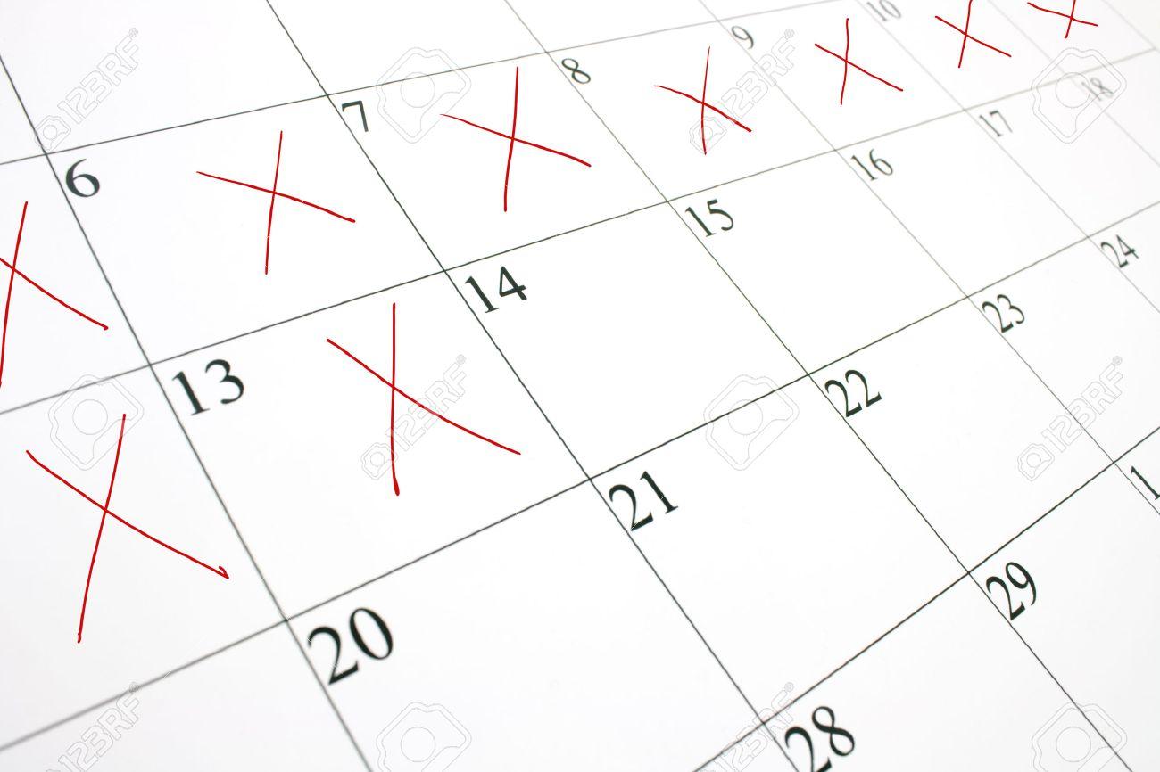 Page Calendrier.Gros Plan D Une Page De Calendrier Blanc Avec Quelques Uns Des Jours Raye Avec Un X Rouge