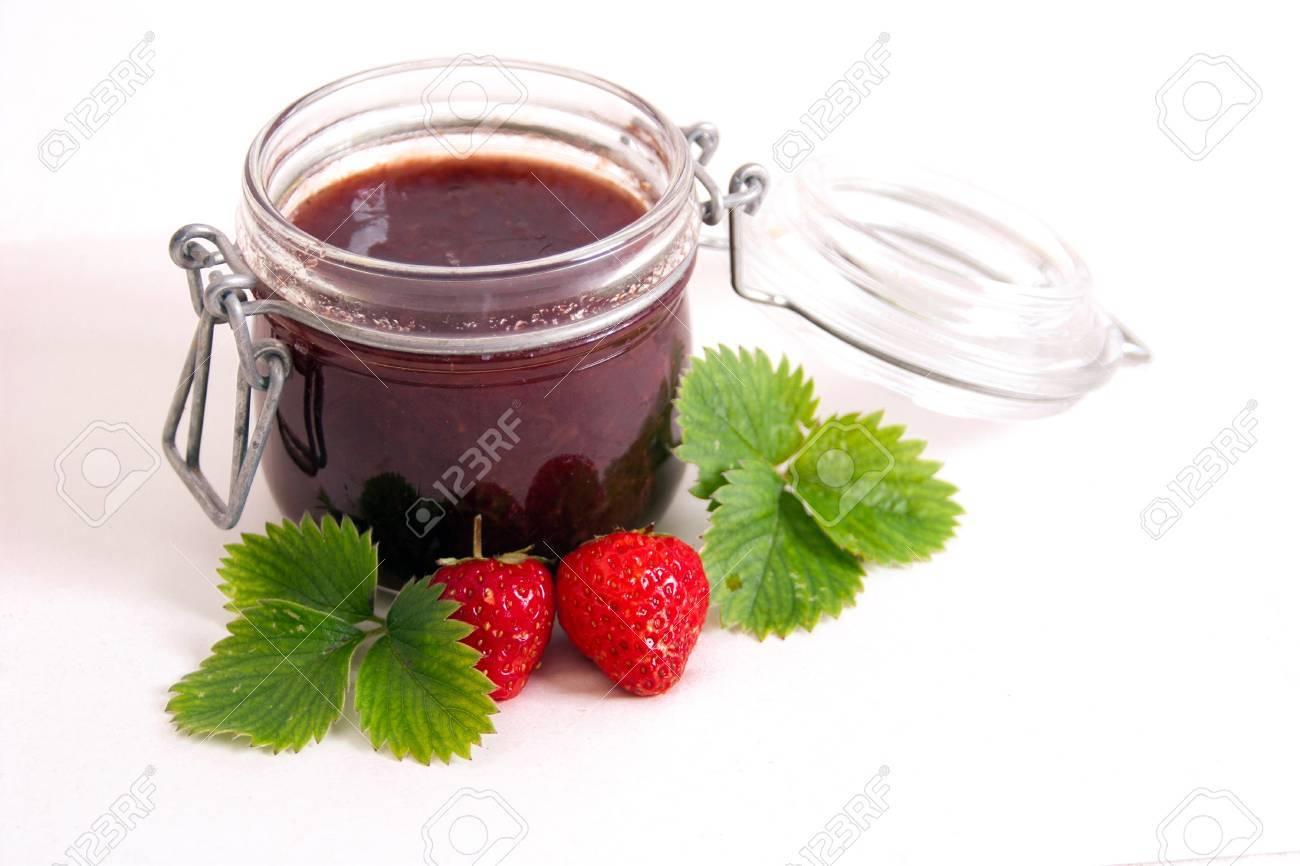 Jar of strawberry jam isolated on white background Stock Photo - 18953582